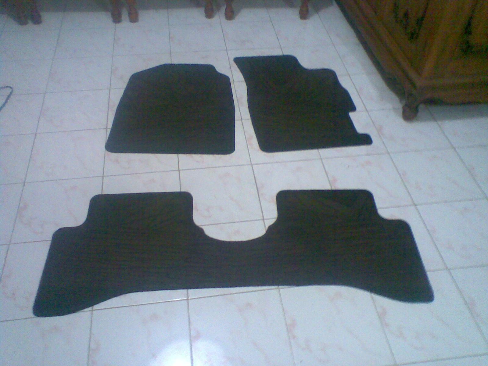 Menghilangkan Bau Karet pada Karpet Mobil Perawatan