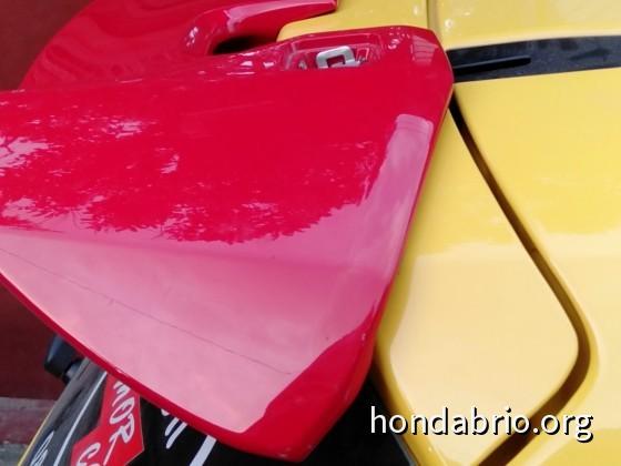 Fitting di all new Brio Satya trrnyata garis bodi Brio lebih melengkung